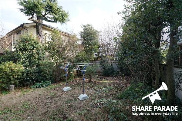 目黒区という都心にありながら、広大な庭付のハウスです。