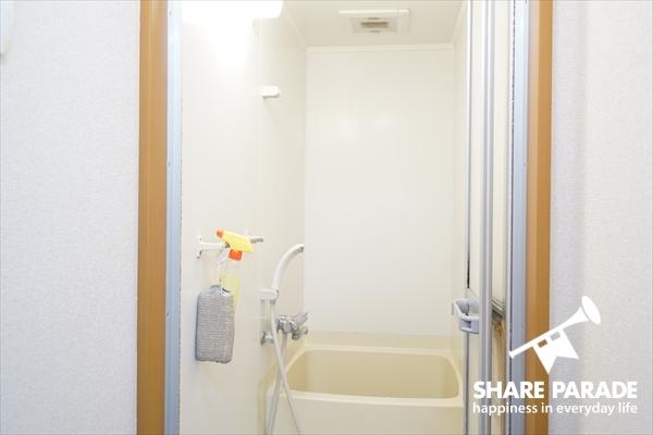 バスルームとシャワールームがあります。