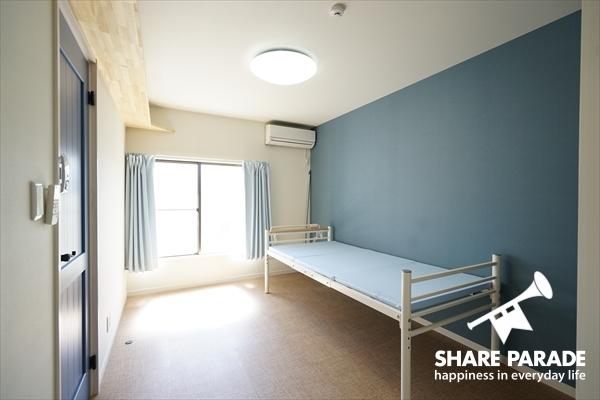 爽やかなお部屋です。希望者にはベッドを用意します。