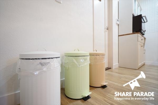 ゴミ箱もキュート。きちんと分別して。