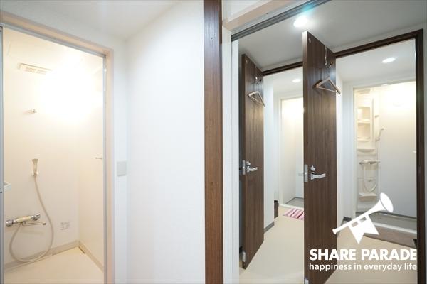 女性専用のシャワールームが4室あります。