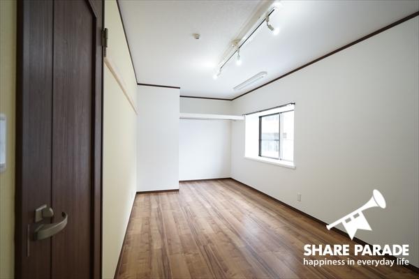 C号室は、ワンルームから引っ越しされる方を想定して、家具・家電なしです。