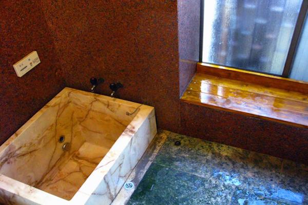 旅館のようなお風呂です!