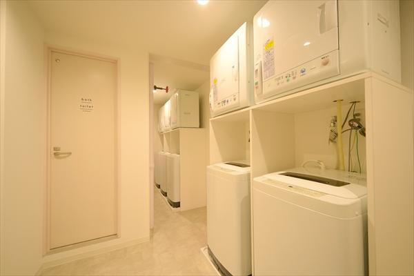 洗濯機や乾燥機がずらり。