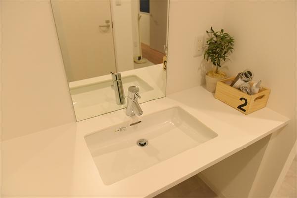 シンプルで清潔感のある洗面スペースです。