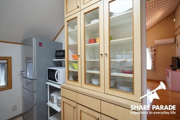 食器や調理器具もしっかりあります。
