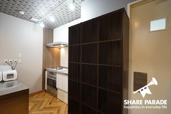 お部屋毎にキッチン収納スペースがあります。