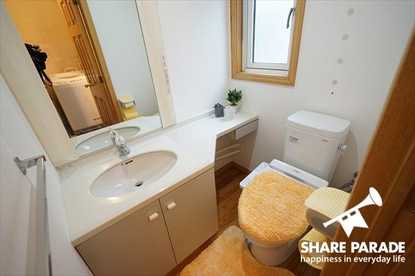 2Fのトイレは洗面付です。