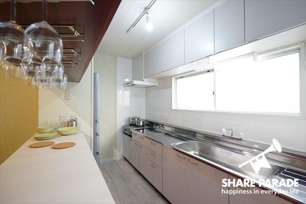 一人暮らしのサイズには大き過ぎるサイズのキッチン。