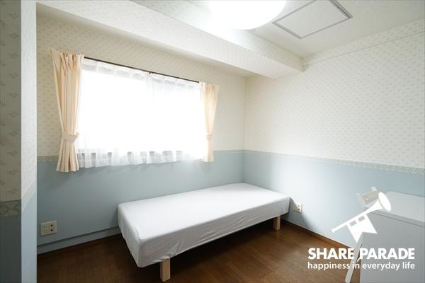 壁紙がとってもかわいいお部屋です。