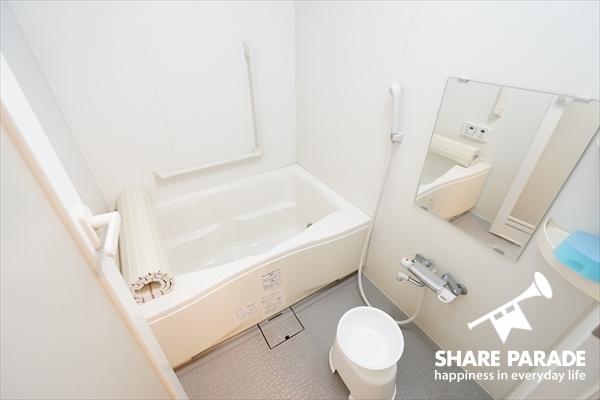真っ白なバスルームです。