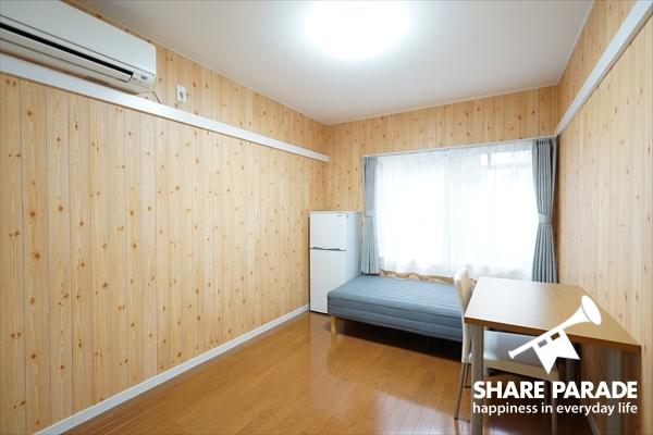 壁紙がウッディーなお部屋です。