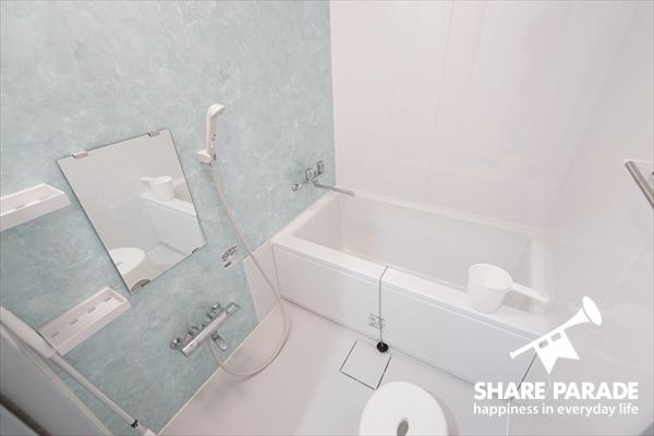 バスルームもあって、快適な1日を過ごせそう。