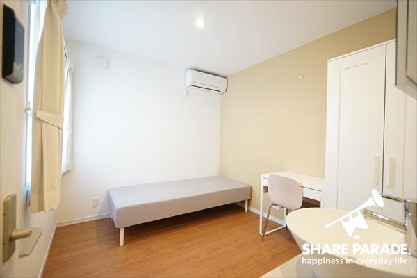 お部屋は5~6帖の広さがあります。