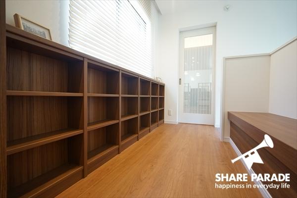 2Fの廊下にはベンチがあります。ちょっと本でも読んでみたり。