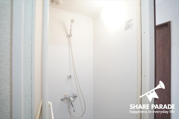 清潔感のあるシャワーブースです。