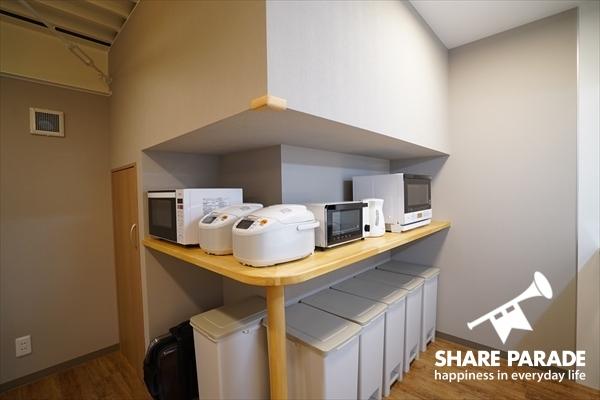 コの字型にキッチン家電が配備されています。