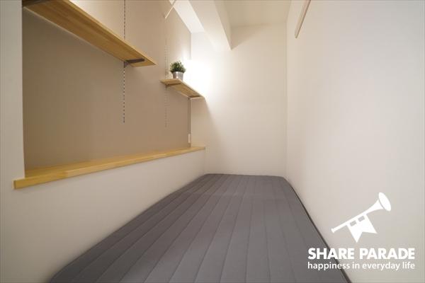 ベッドルームは、半個室になっています。
