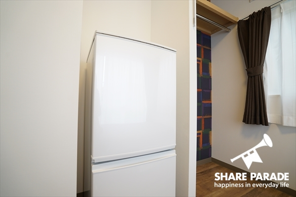 お部屋に2ドア冷蔵庫完備です。