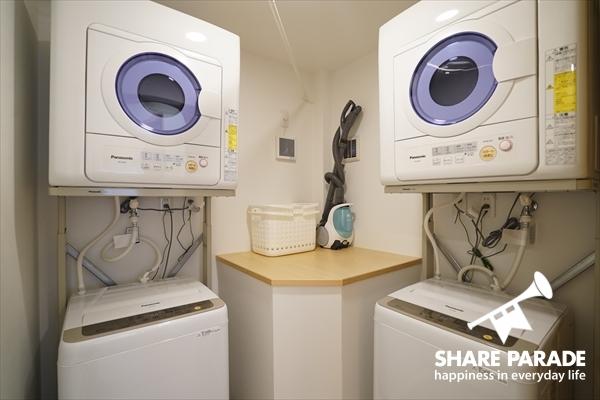 洗濯機・乾燥機それぞれ2台完備。