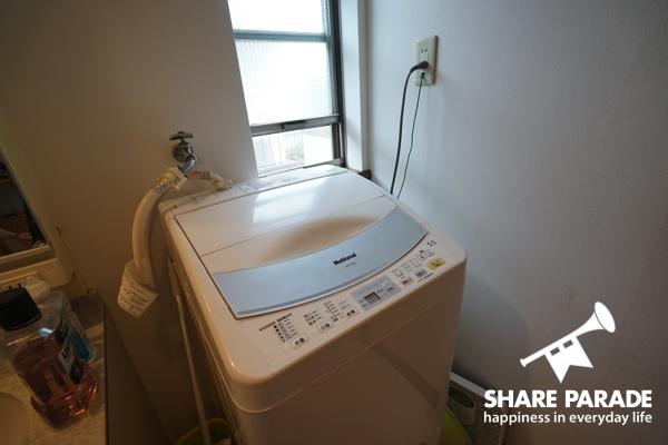 もちろん洗濯機つきです。