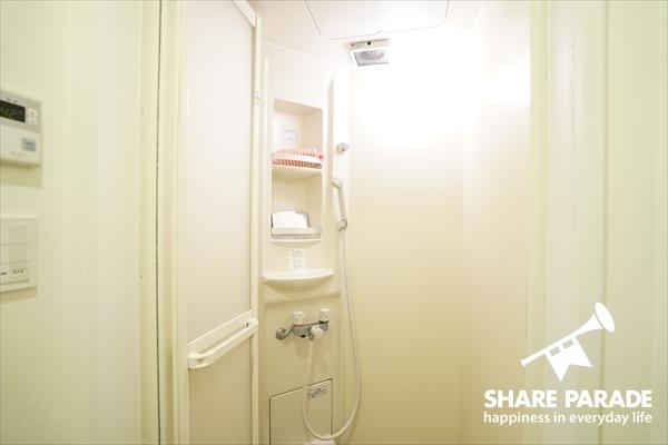 シャワールームは2室。