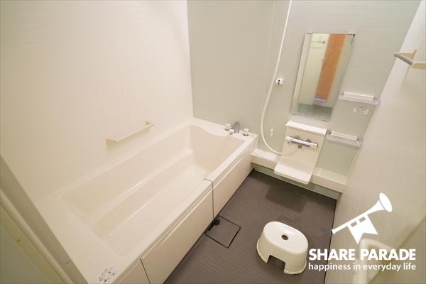 大型バスルームも2室。