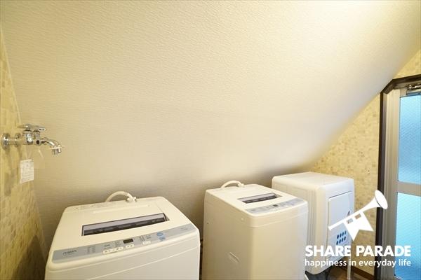 洗濯機2台の他、乾燥機もあります。