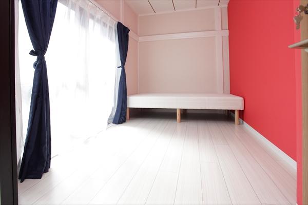 お部屋は清潔感があってシンプル。