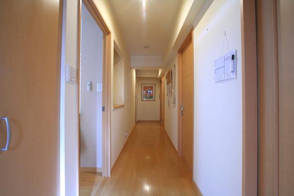 広々とした廊下。