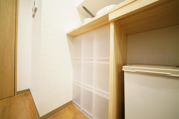 個人の調味料などを保存しておくスペースが確保されています。