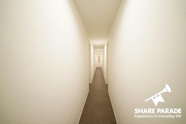 廊下はシンプルで綺麗です。