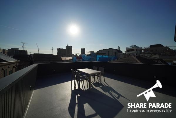 屋上。晴れた日にはとても気持ちが良いです。