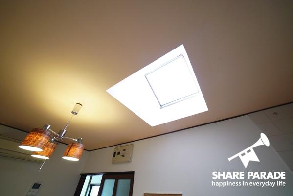 天井から自然光が入ります