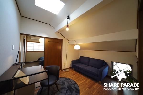 302号室 リビングスペースがある広めの部屋