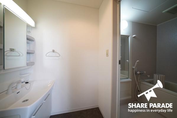 洗面台とお風呂がお部屋についています。