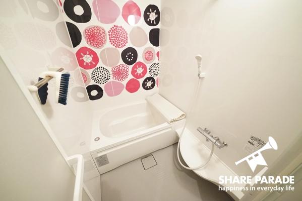 お風呂。ここも壁紙がこだわられています。
