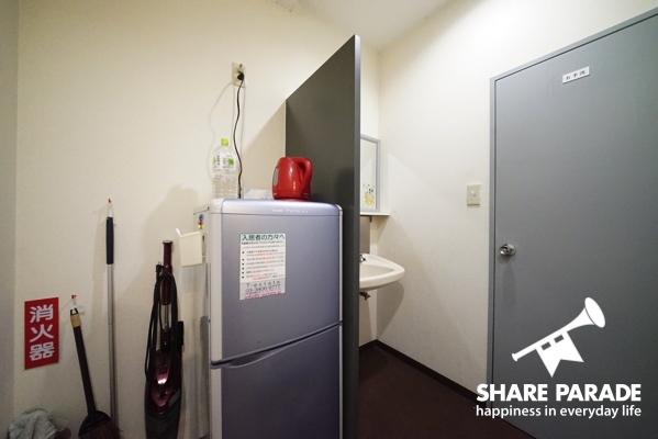 廊下にも冷蔵庫が置いてあります。