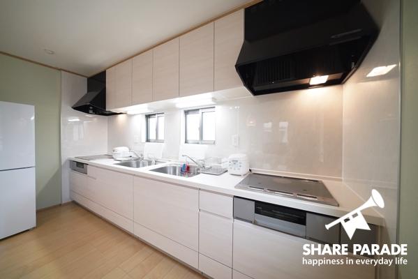 キッチンは流し、コンロが2つずつあるので便利です。