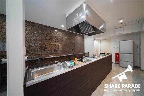 システムキッチン2つあるので、シェアメイトと同時に料理できます。