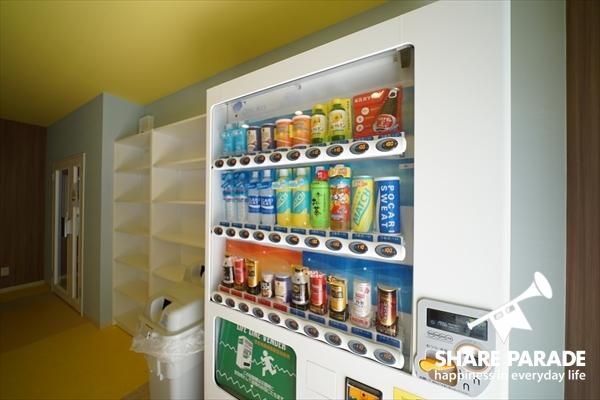 ハウス内に自動販売機があります。