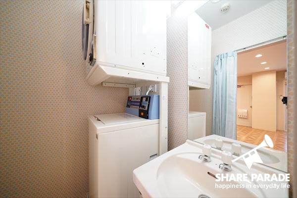 女性専用の洗濯機と乾燥機。