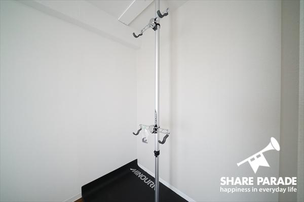 お部屋に自転車を収納することが可能です。