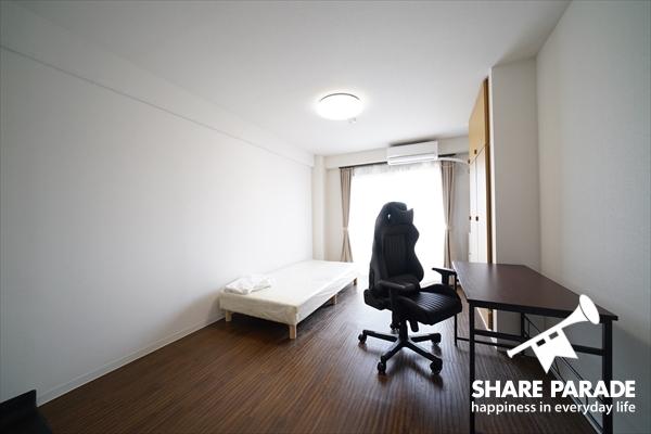 ベッドなどの家具一式も揃っています。