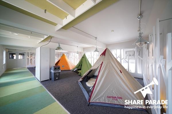 4つのテントがハウス内に。
