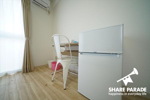 2ドア冷蔵庫はお部屋に完備。