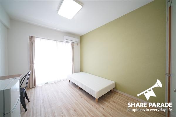 お部屋ごとに壁紙の色が違います。