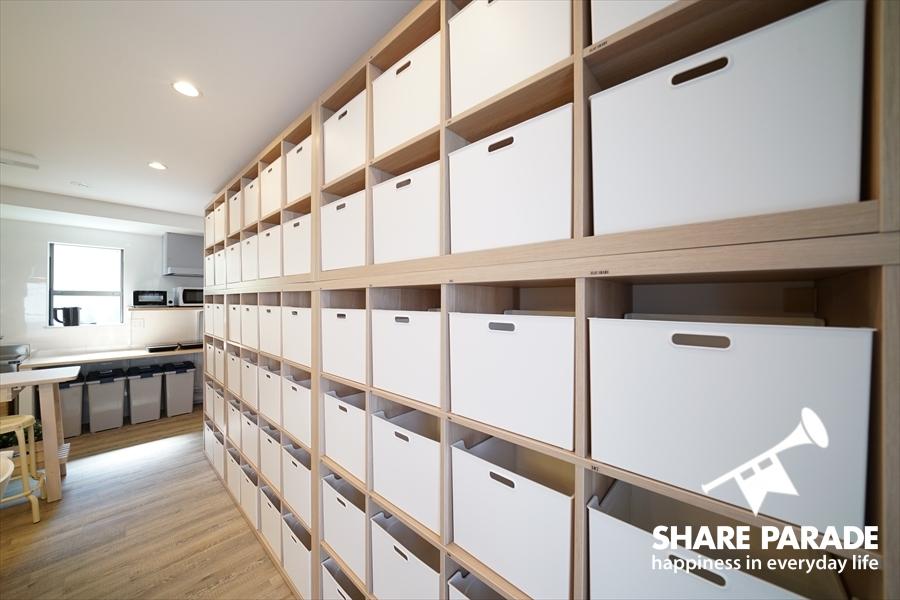 お部屋ごとに用意されたキッチン収納。一人3つまで使用できます。