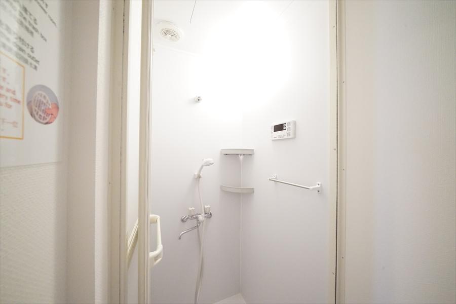 シャワーブースは2つ。