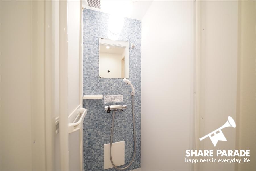 モザイクタイル柄のかわいいシャワー。